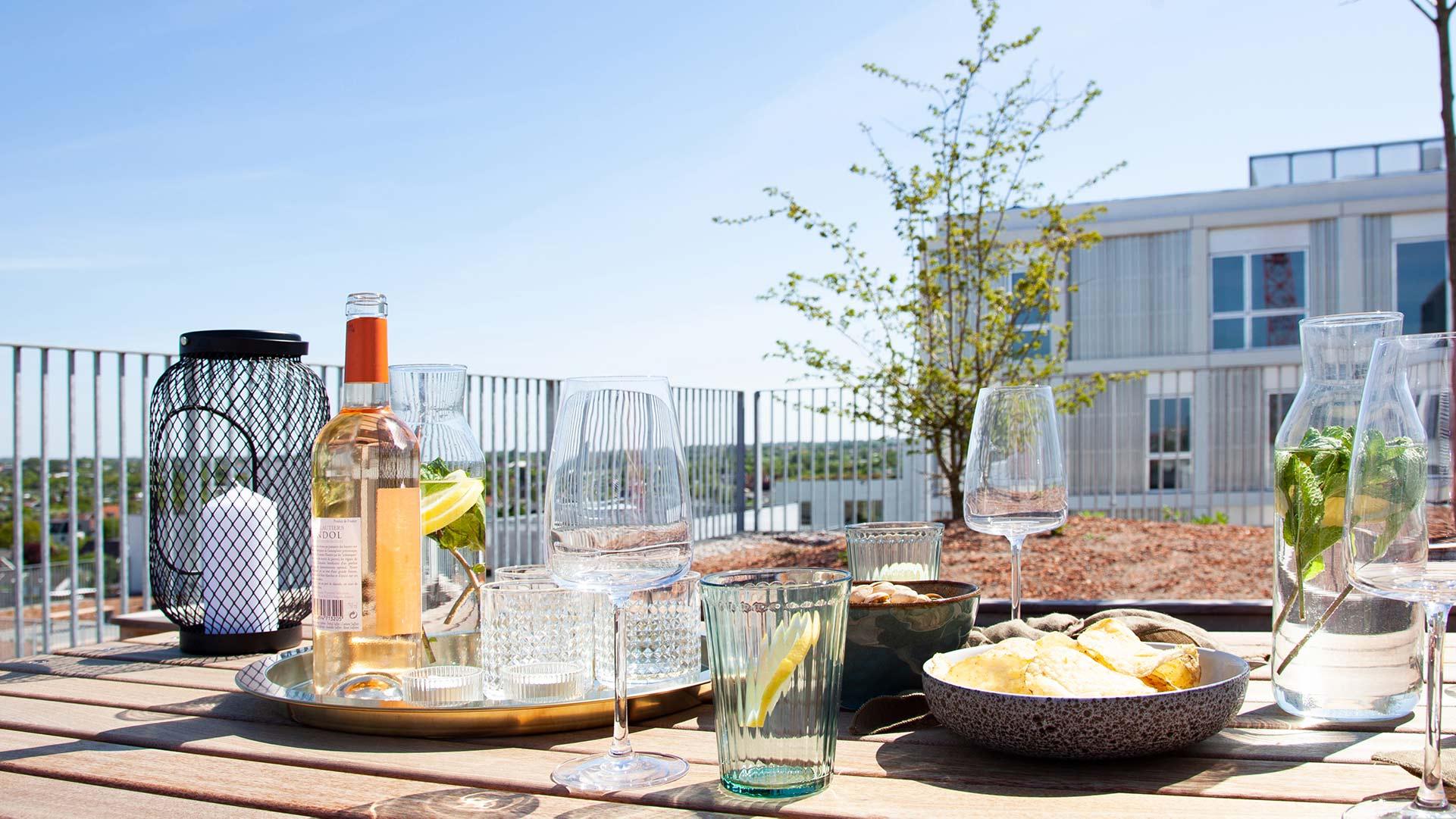 vin og snacks på rooftop
